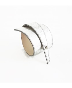 Bracelet en veau grainé argenté