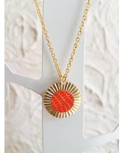 Collier et pendentif plaqués or et lézard orange
