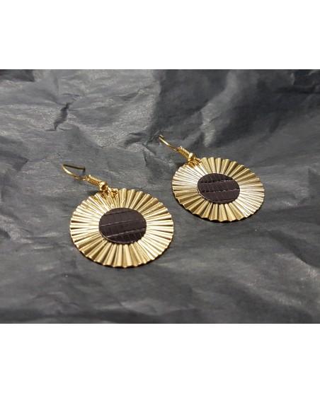 boucles d'oreille plaquée or avec ornement lézard aubergine