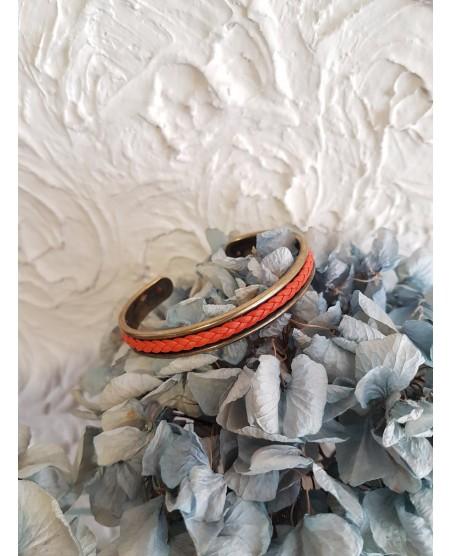 Bracelet jonc et cuir tressé corail